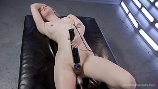 a fucking machine brings anna tyler to an amazing orgasm