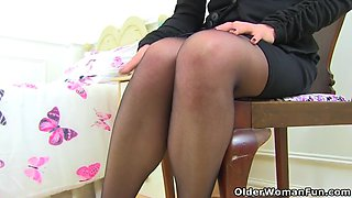 UK milf Abi Toyne destroys her tights and fucks a dildo