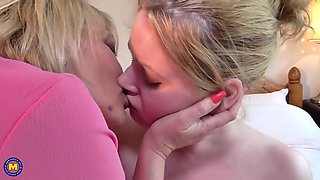 mature busty mom amy seduce younger daughter amber