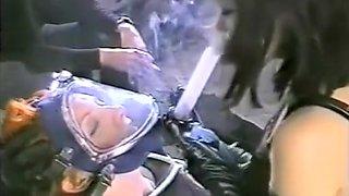 Fabulous Retro, Lesbian sex scene
