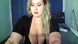 Blonde Bbw In Shows Her Juicy Figure