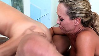 Busty cougar Brandi Love rims in taboo trio
