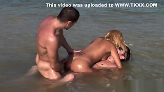 Blonde Hottie Barbie Banks Has A Beach Threesome
