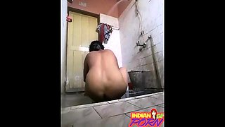 Indian Girlfriend Filmed Secretly Taking Shower