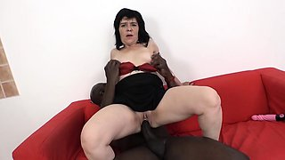 Granny Squirting and fucking big black cock blowjob