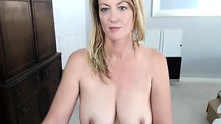 Voluptuous blonde cougar pleases her aching cunt on webcam