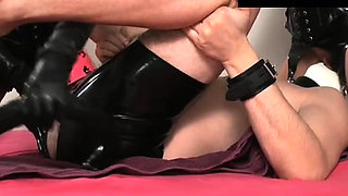Pipe hardens with beautiful maid 's hole