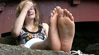 Janine  ugly lunette francaise pieds preferes