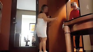 Chubby mommy tries to flash the delivery man