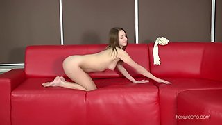acrobatic dancer anna nebaskowa rubs her clit and shows skills