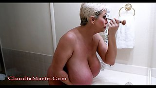 big-butt bitch masturbates using a huge dildo