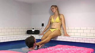 Guy worships girl&#39s feet indoor pool