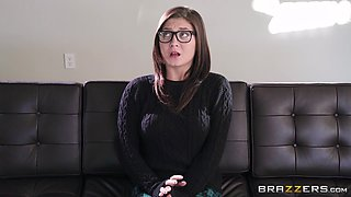 Abella Danger knows how to seduce hot brunette JoJo Kiss