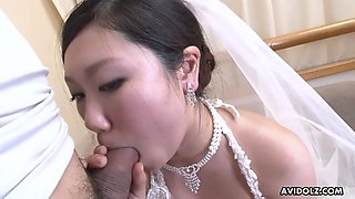 Asian bride emi koizumi sucks cock after cunnilingus