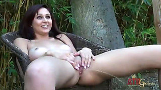 ARIANA MARIE PHOTOSHOOT AND PISSING