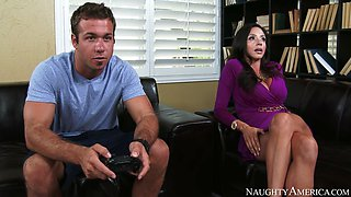 ariella ferrera decides to seduce her son's best friend
