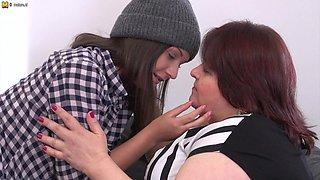 Big Mature Bbw Lesbian Having Fun With A Hot Teeny Babe - MatureNL