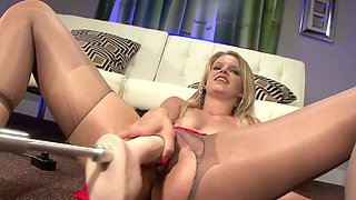 Solo milf fuck with banging machine